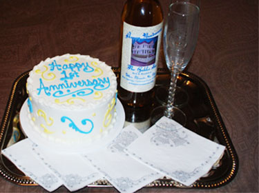 Cake, glasses and juice